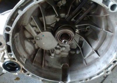 Troca da embreagem e retifica do volante do Ford ka (1)
