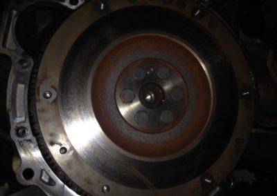 Troca da embreagem e retifica do volante do Ford ka (3)